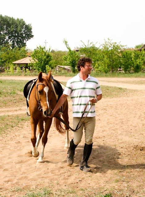 A fóti lovas tanya a műsorvezető házának szomszédságában található