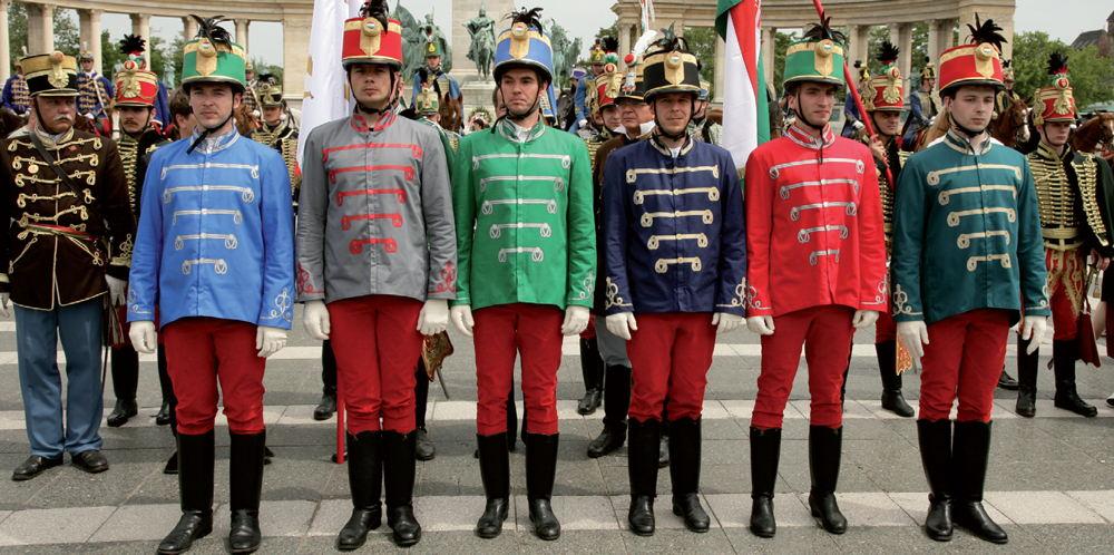 Korokon átívelő hagyományok | Lovas divat a biztonság jegyében