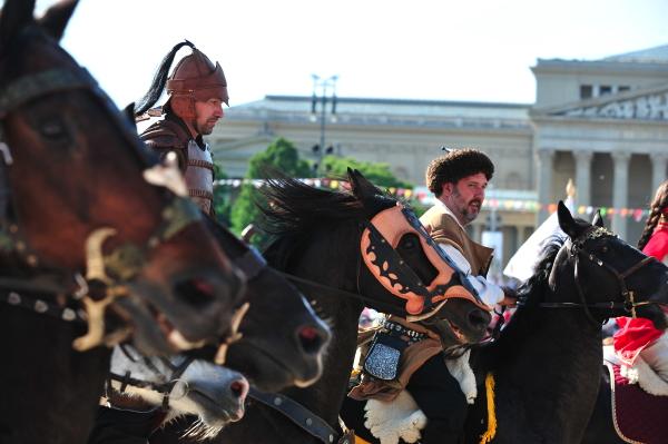 Lovas etikett, lovas divat korokon és országokon  át – Első rész