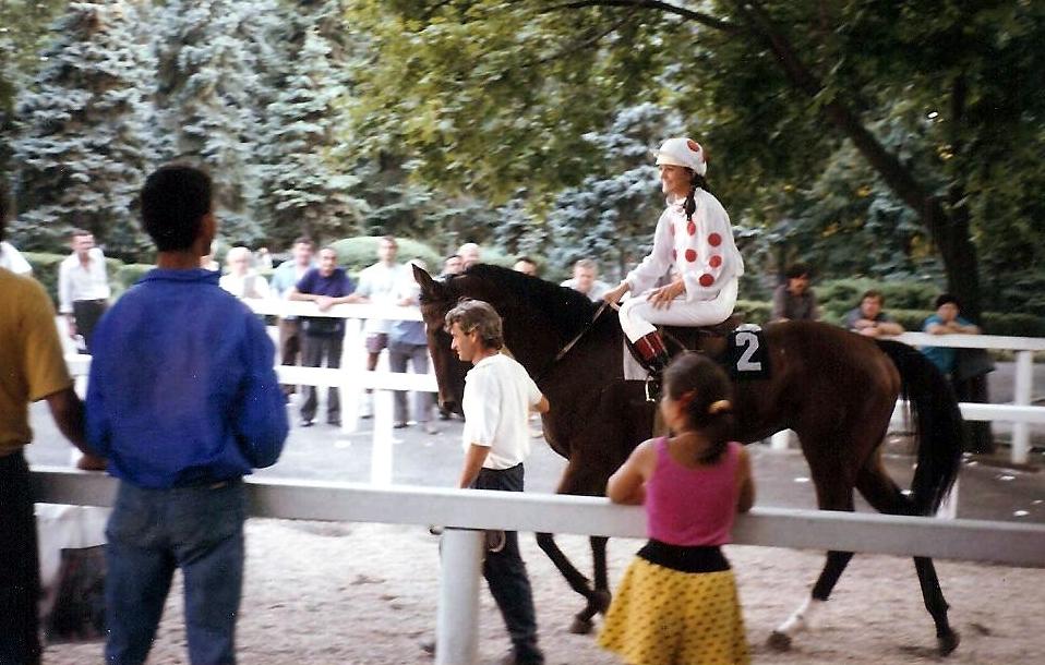 Szandi lóverseny-szakértőként debütál